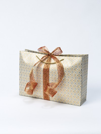 Gift bag cream/gold lotus eyes jumbo is a handmade and eco friendly.