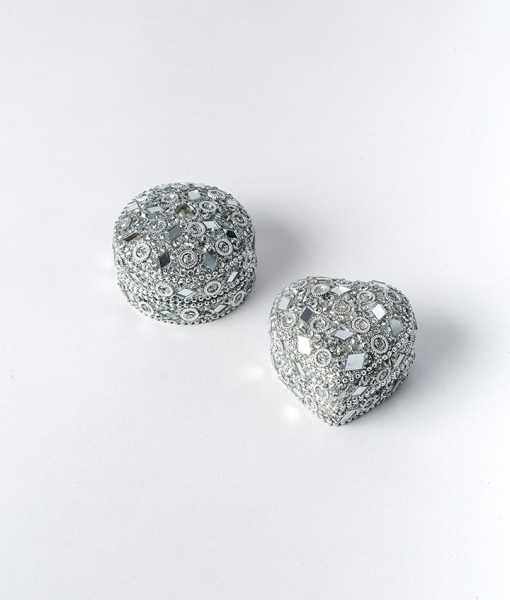 Pill boxes are very sparkly and a fun way of packaging an item of jewellery.