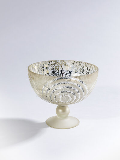 Circle design footed bowl is stylish and elegant, hence it is very popular.