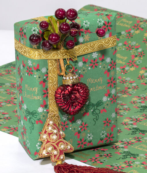 Wrapping paper green Christmas Wreasth is traditional and eco friendly.