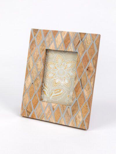 Photo frame diamond design is elegant, classic and timeless frame.