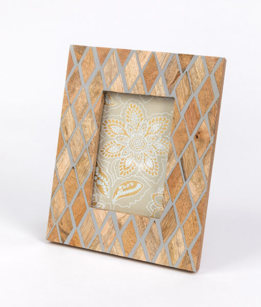 Photo frame diamond design is elegant, classic and timeless frame.