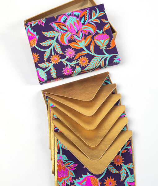 Note card purple floral twist is beautiful, and made from eco friendly paper.