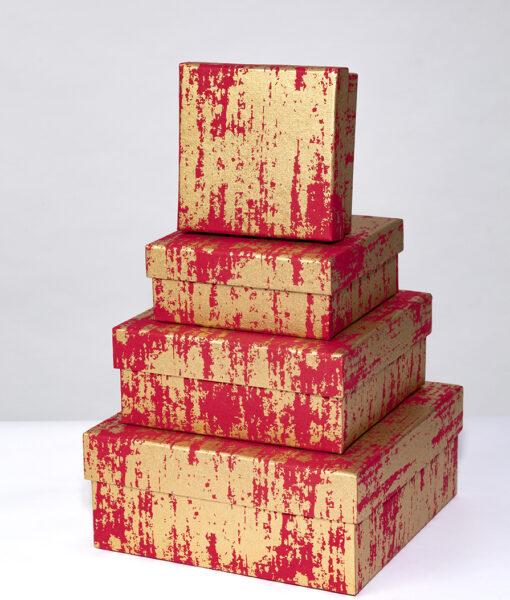 Gift box red splash has a contemporary design and looks rich and opulent