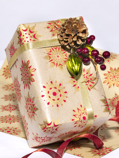 Wrapping paper beige/red snowflakes is contemporary & sustainable.