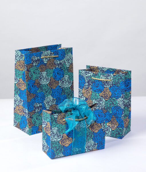 Handmade gift bag blue roses is rich, elegant, luxurious and suitable for all occasions.